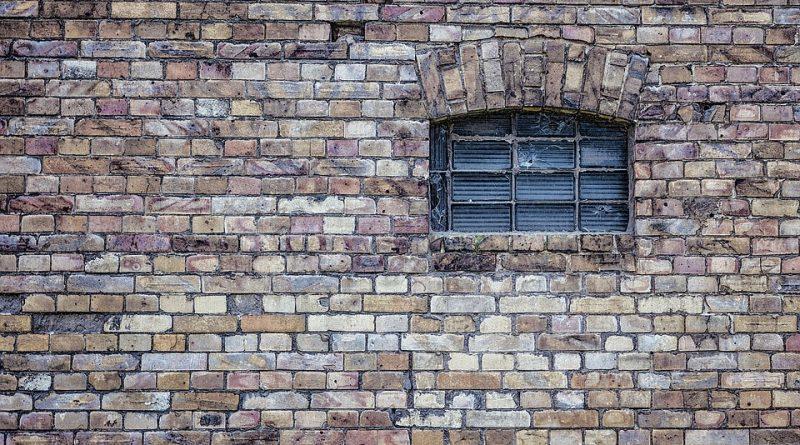 Azbest byl ve své době oblíbeným. Dnes je jeho používání zakázané