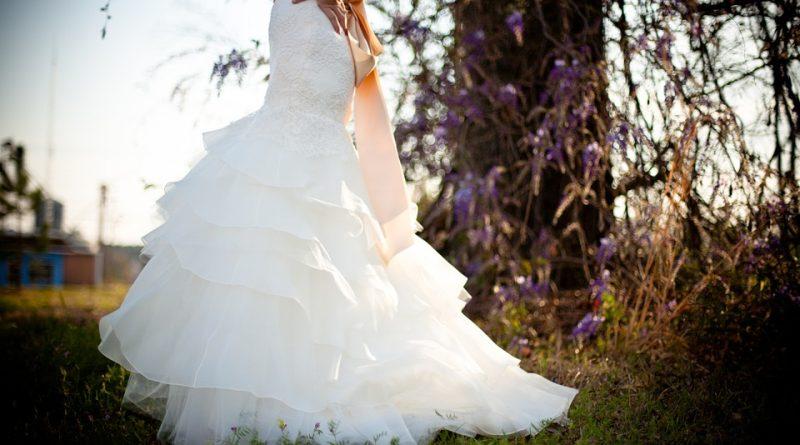 Jak by měly dnes vypadat ideální svatební šaty podle návrhářů?
