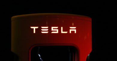 Tesla zlevňuje